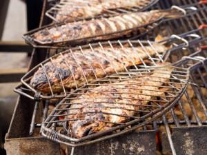 Fisch grillen klassisch mit Fischgriller