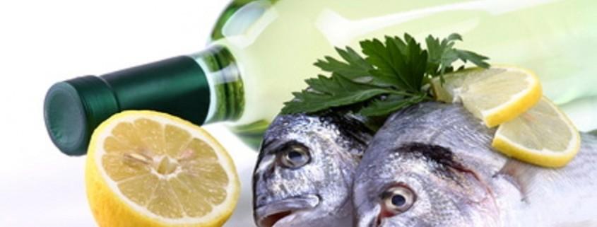 Weißwein und Fisch