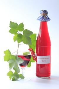Fruchtwein aus roten Johannisbeeren