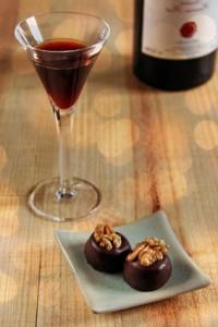 Rotwein und Pralinen