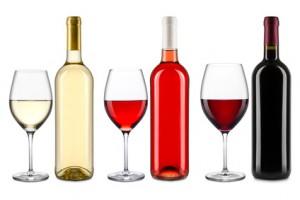 3 verschiende Weinsorten mit Glas und Flasche